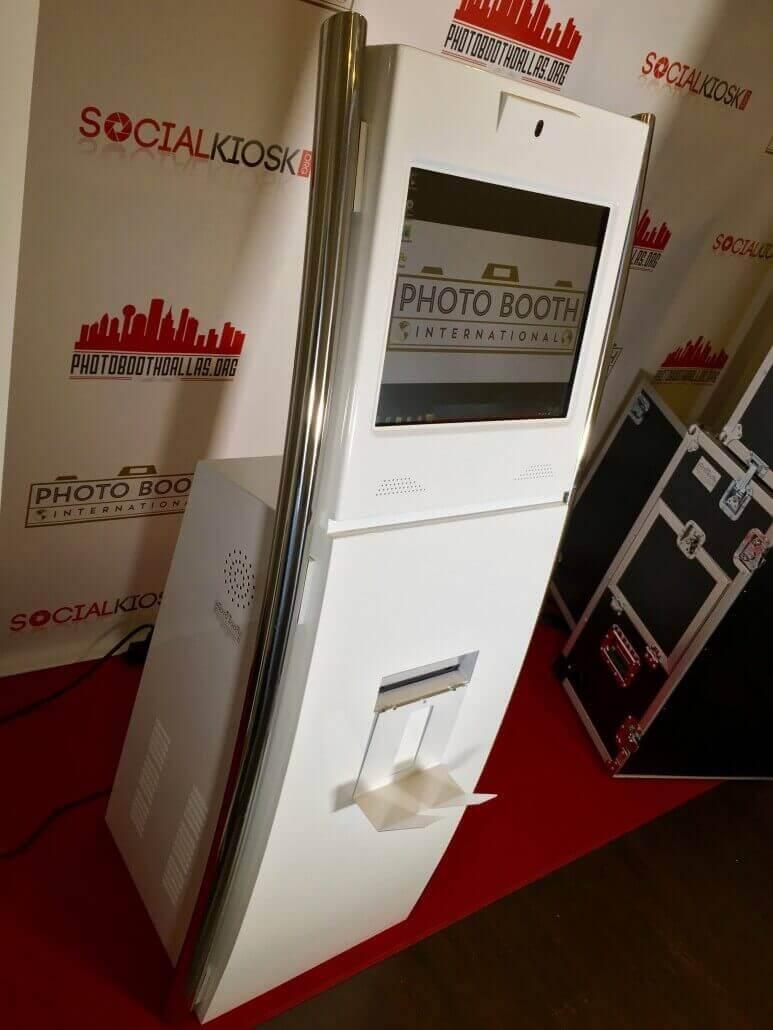 social kiosk side2 3.0
