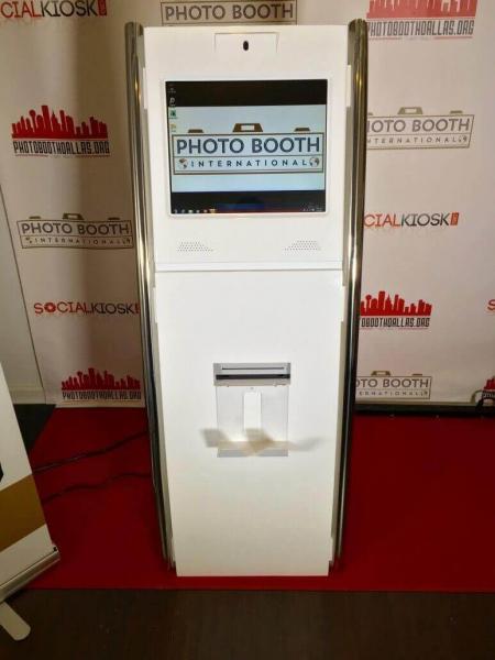 social kiosk front3 3.0