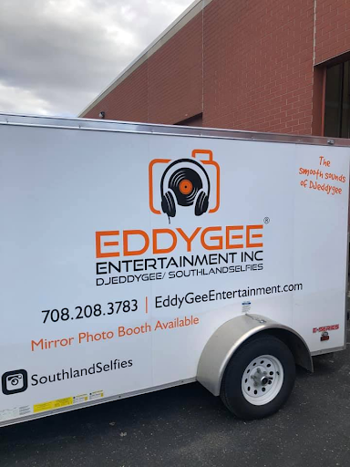 Eddy Gee Get's His New Logo On His Trailer Looks Great